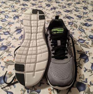 Skechers mens lite weight sneakers